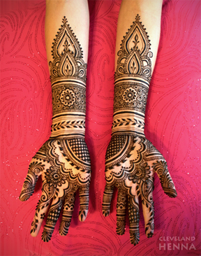 ad40e53f7 Not just for Asian weddings, more and more brides are decorating themselves  with henna. Bridal henna appointments are charged by the hour and are based  on ...