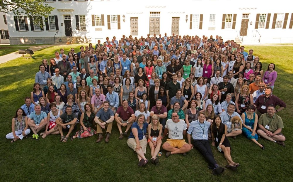 Class of 1991 group photo on the lawn in front of Dartmouth Hall