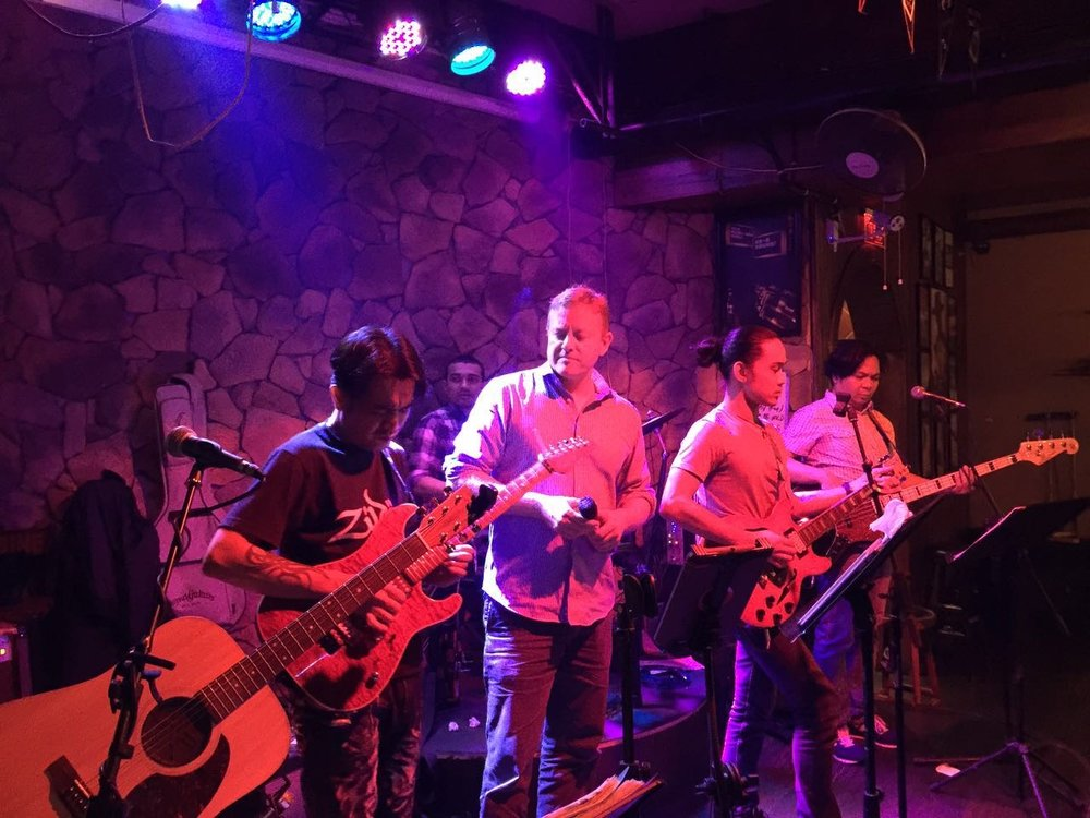 Chasing away the Kunshan Blues with a night at the Eagle bar with Marvin and band.
