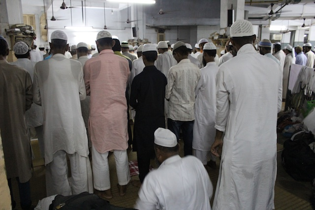 Muslim men at prayer at the Khwaja Nizamuddin Auliya
