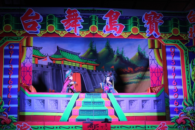A puppet show was ongoing in amidst the stalls at the City God Temple