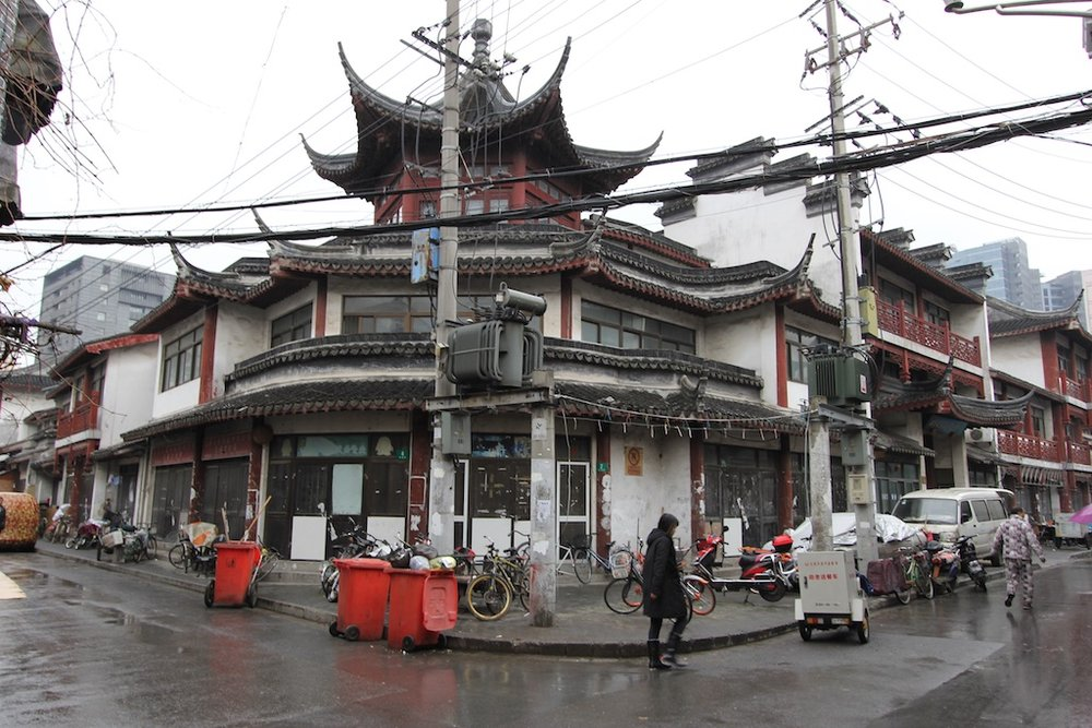 The Wen Miao 文庙 looks to be in a state of disrepair, east of the Lao Xi Men area inside the Old Town