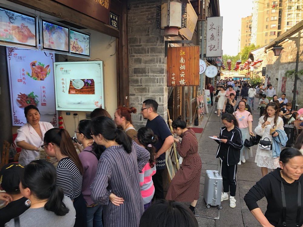 The busy, but not too busy, food street of Nantang Laojie