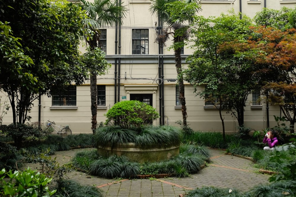 It was too dark to take a photo that evening so next morning I went with my daughter Hannah back to the Sun Court courtyard, which is just a few blocks from where we live in Shanghai.