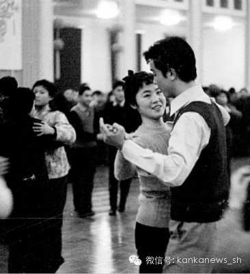 An image of Shanghai dancers (1980s?) appearing on the website from the original Chinese article