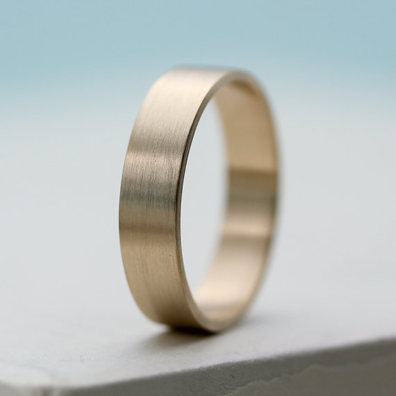 Gold Men's Wedding Ring by AideMemoire