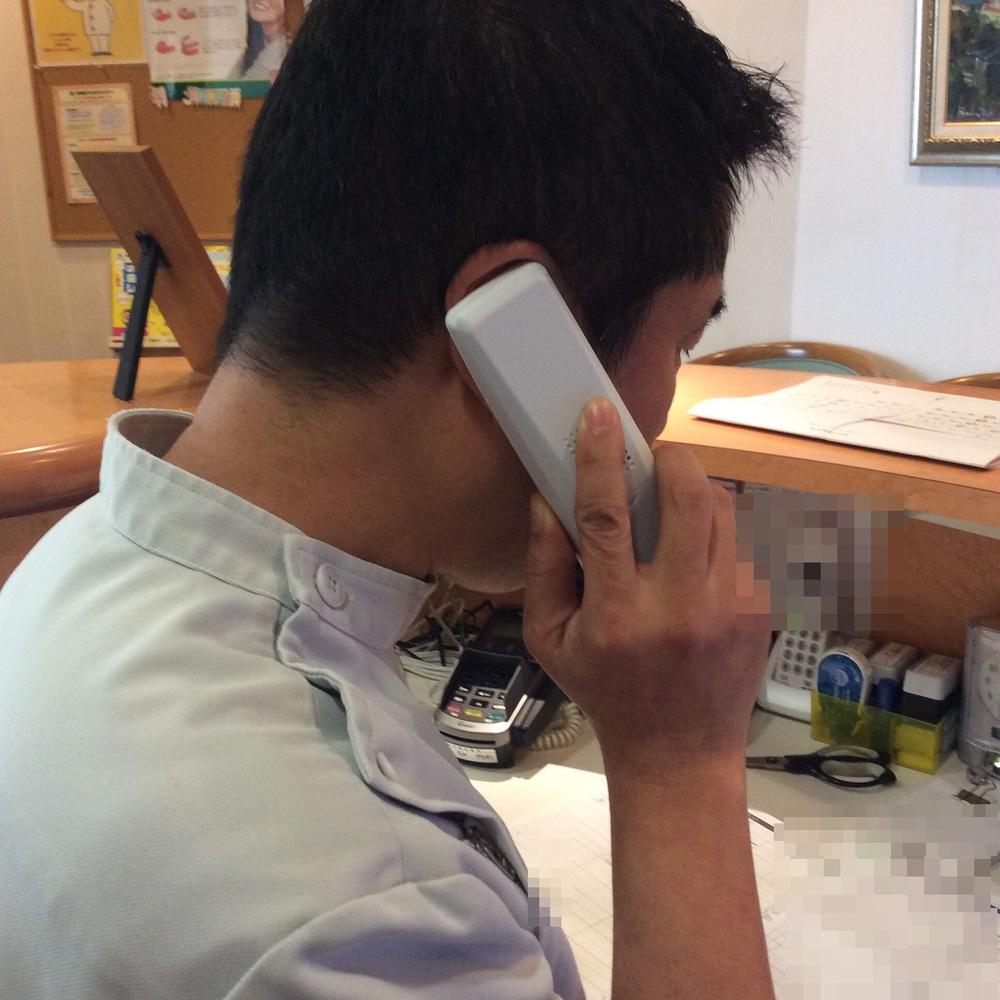 電話対応に追われる院長