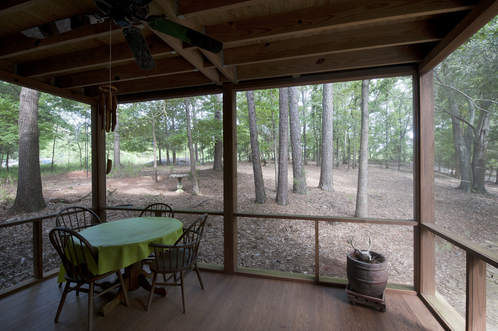 Wide open screened walls bring in the beautiful natural setting.