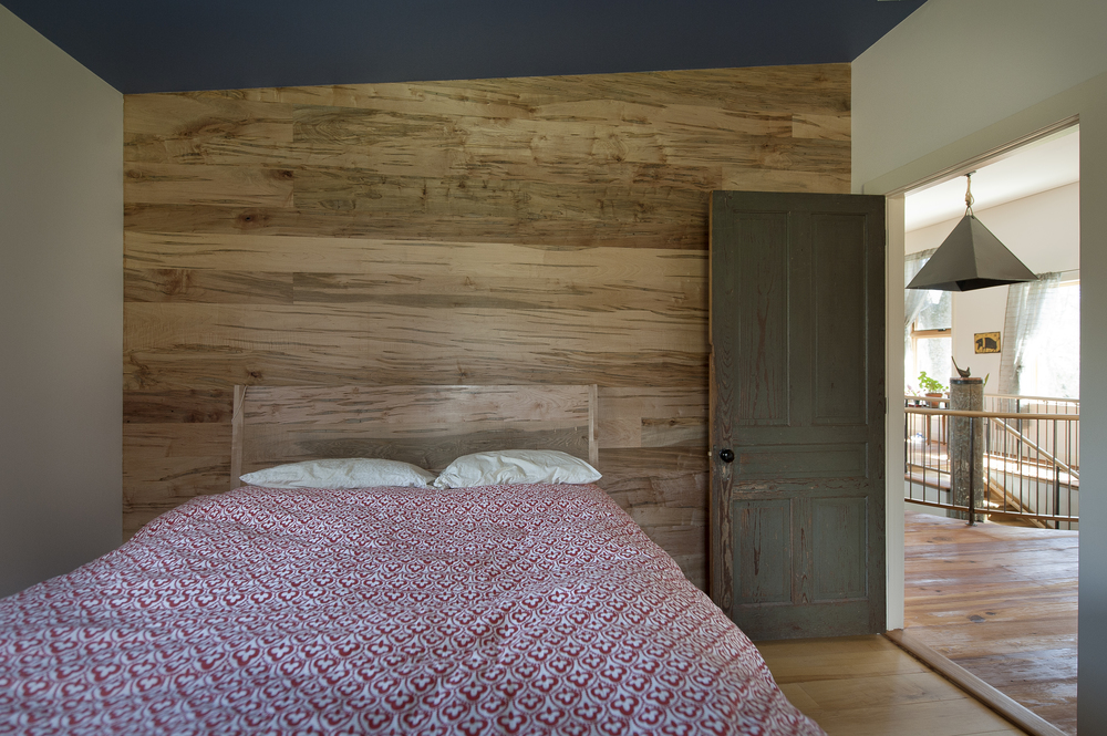 bedroom-wood-wall.jpg