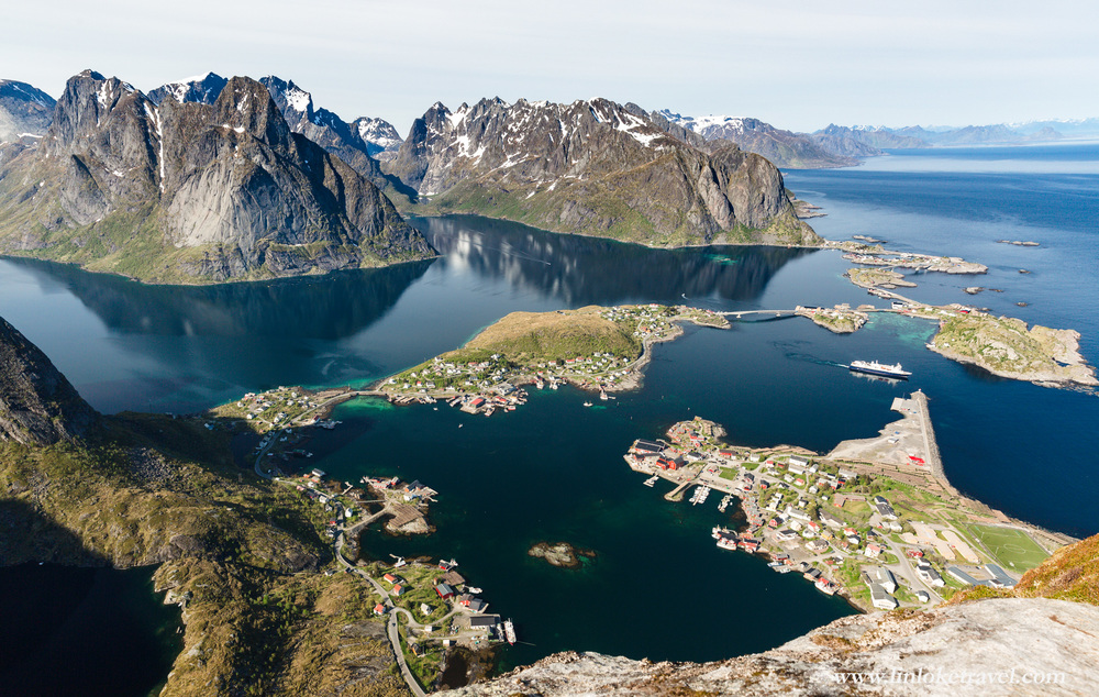 Rewarded with a breath-taking view of Reine from the peak of Reinebringen: you can see how the lofoten island chain is connected by bridges whilst being surrounded by giant mountains