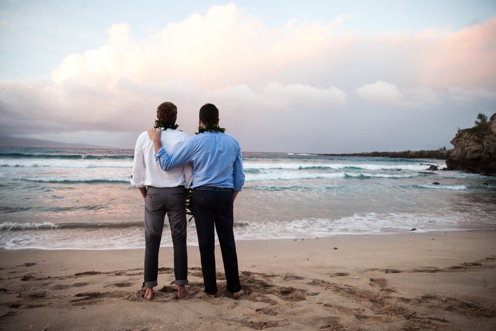 Lisa25 Wedding Photography admiring ocean