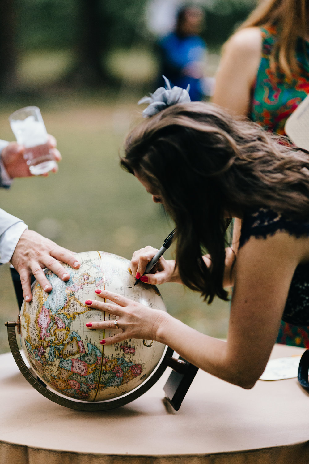 Erin Morrison Photography Tennessee wedding guest marking globe with marker