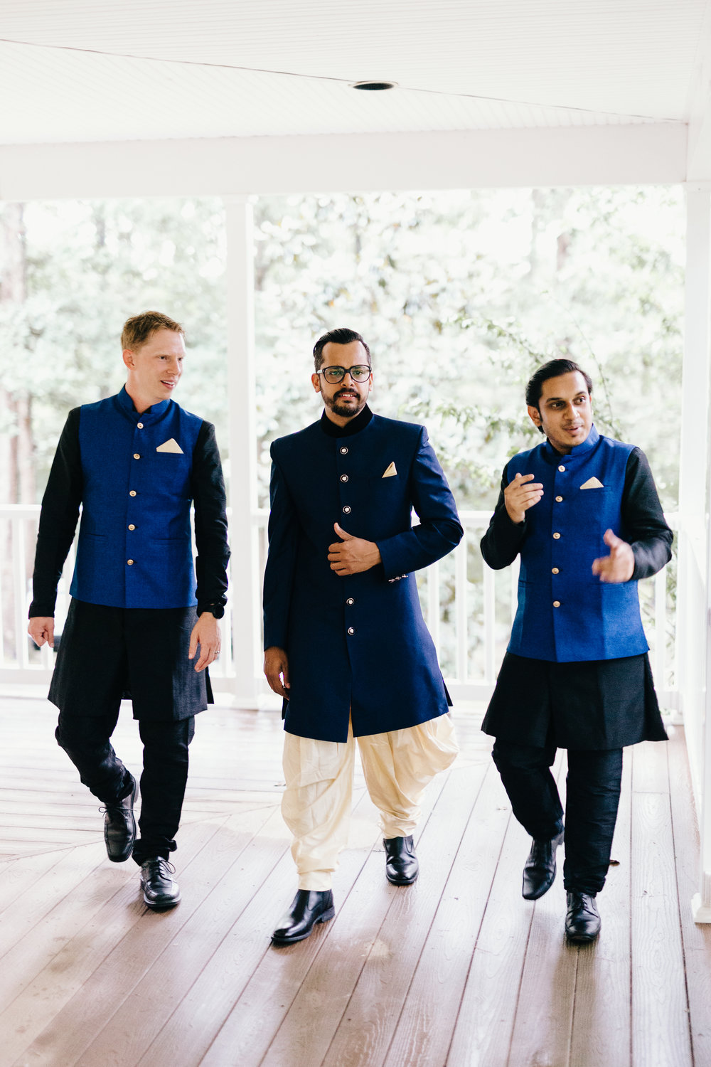 Erin Morrison Photography Tennessee groom and groomsmen walking