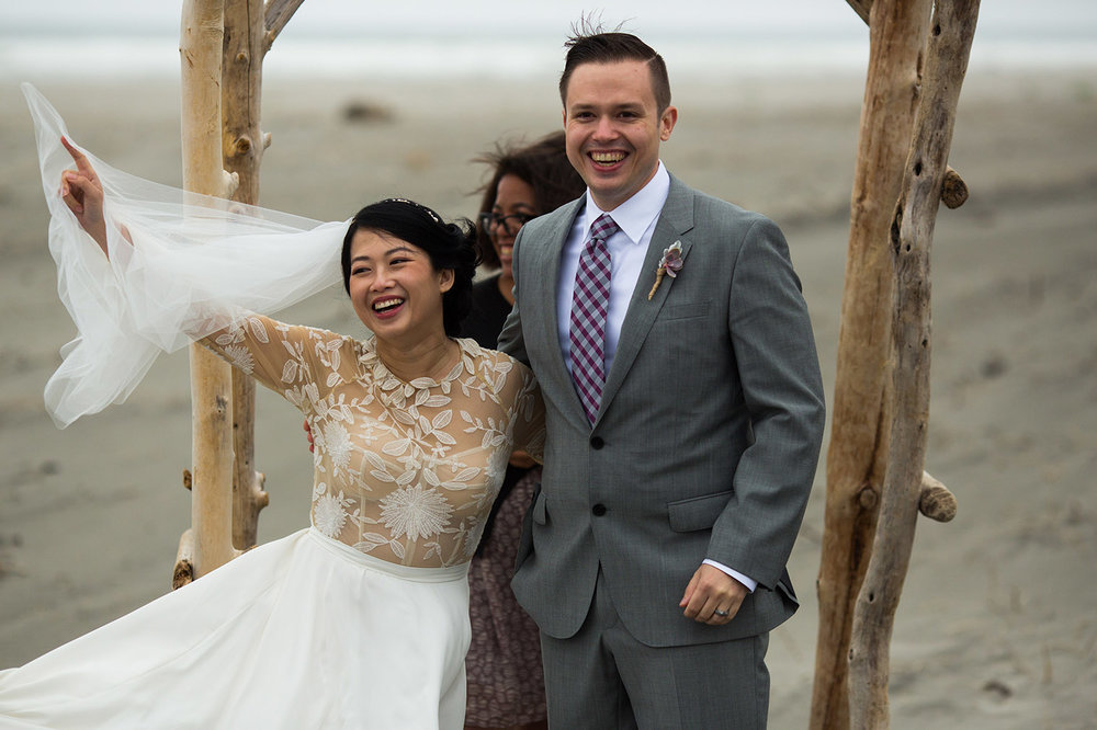 Ederlyn and Geoff Wedding - beach ceremony - Photo by Dustin Cantrell
