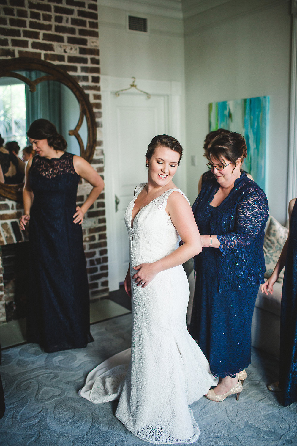 Izzy Hudgins Wedding Photography bride getting ready