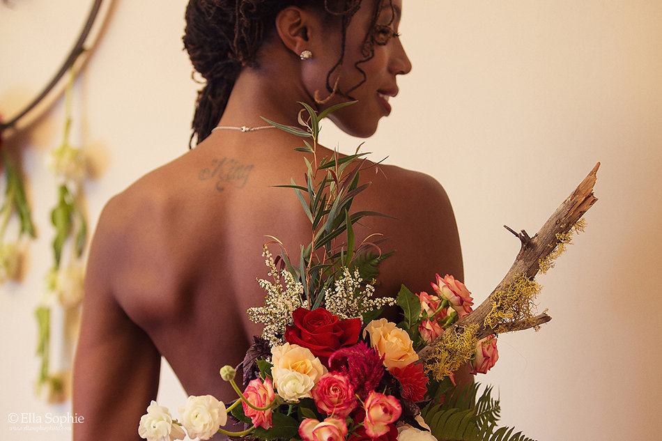 Model with bouquet, back turned