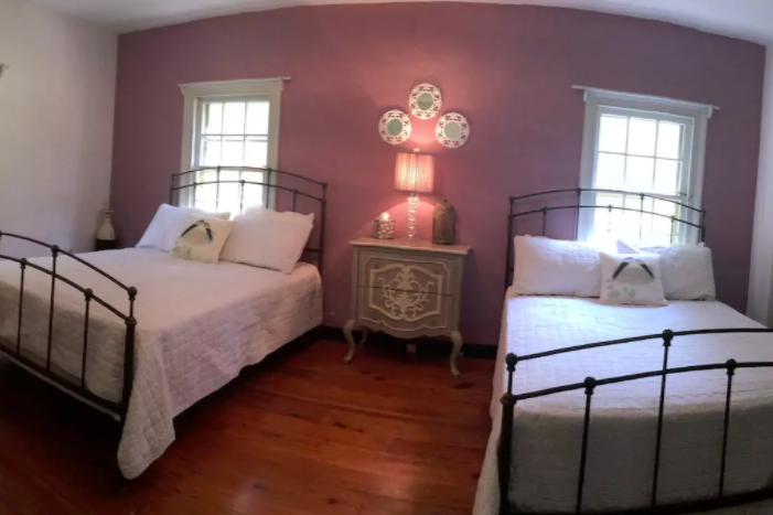 Guest House Pink Room