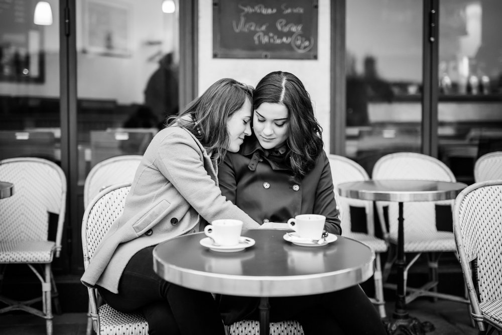black and white image of lovers in Paris