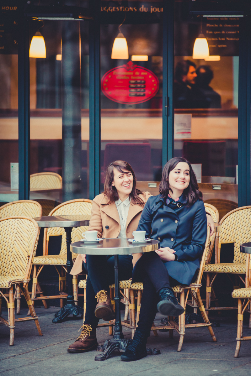 lesbian engagement photos in Paris