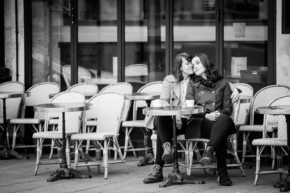 winter engagement photos in Paris