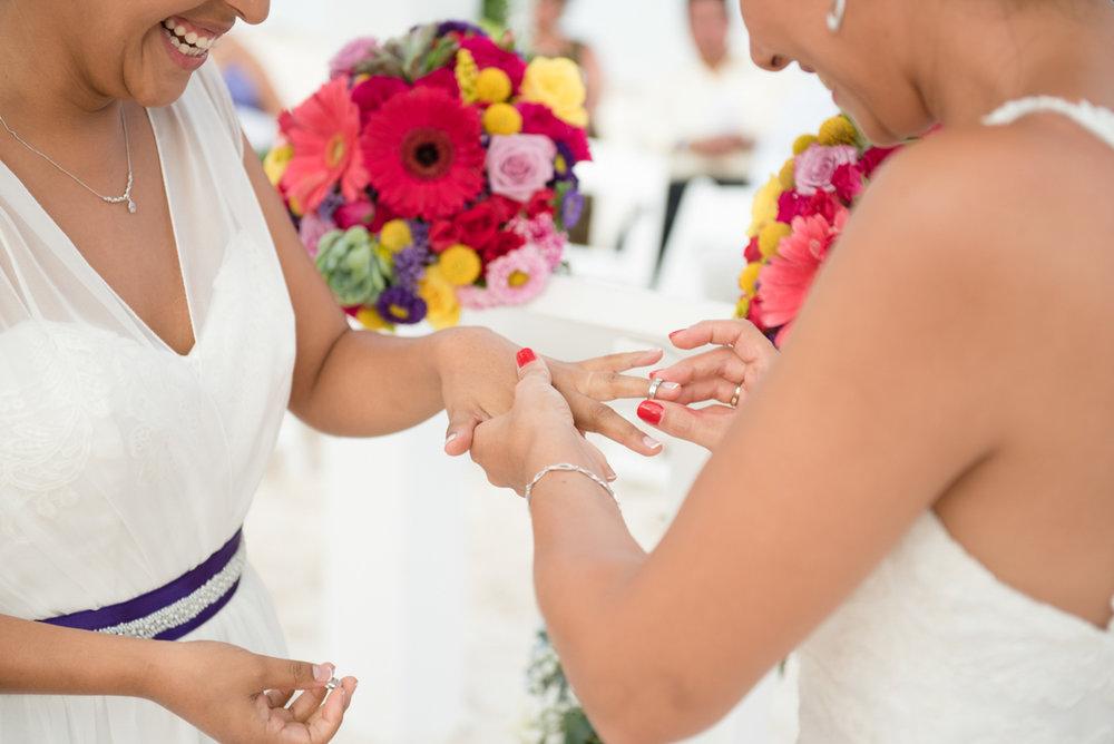 Lesbian wedding in Cancun