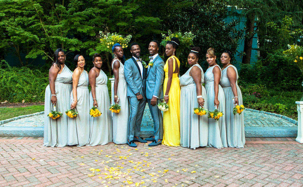 Grooms with their bridesmaids in grey and yellow