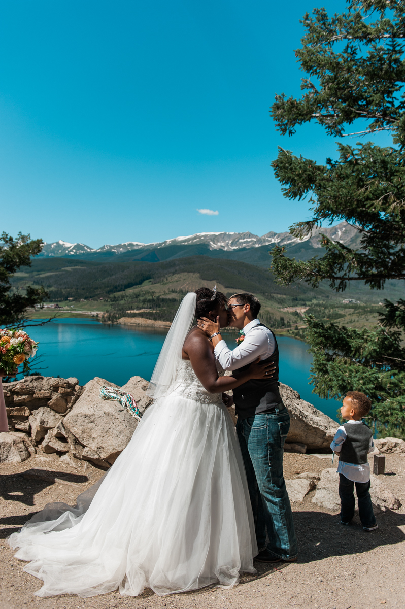 mountain elopement ceremony kiss