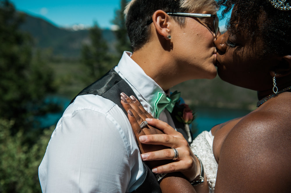 mountain elopement kiss