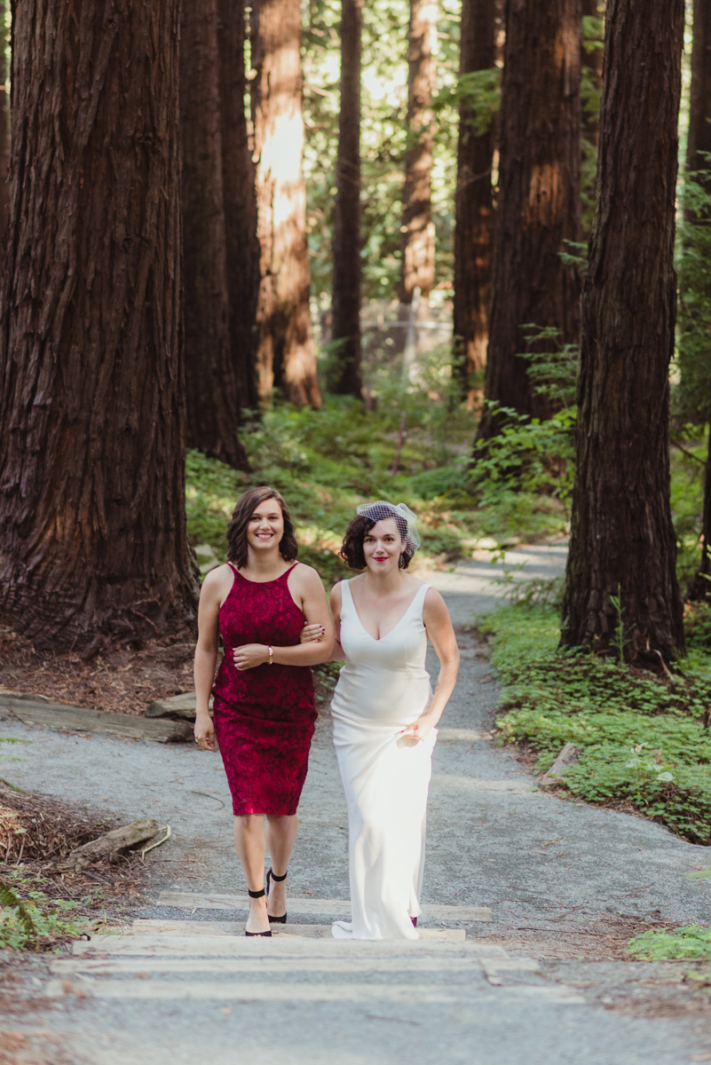 uc berkeley garden wedding laura walking with sister