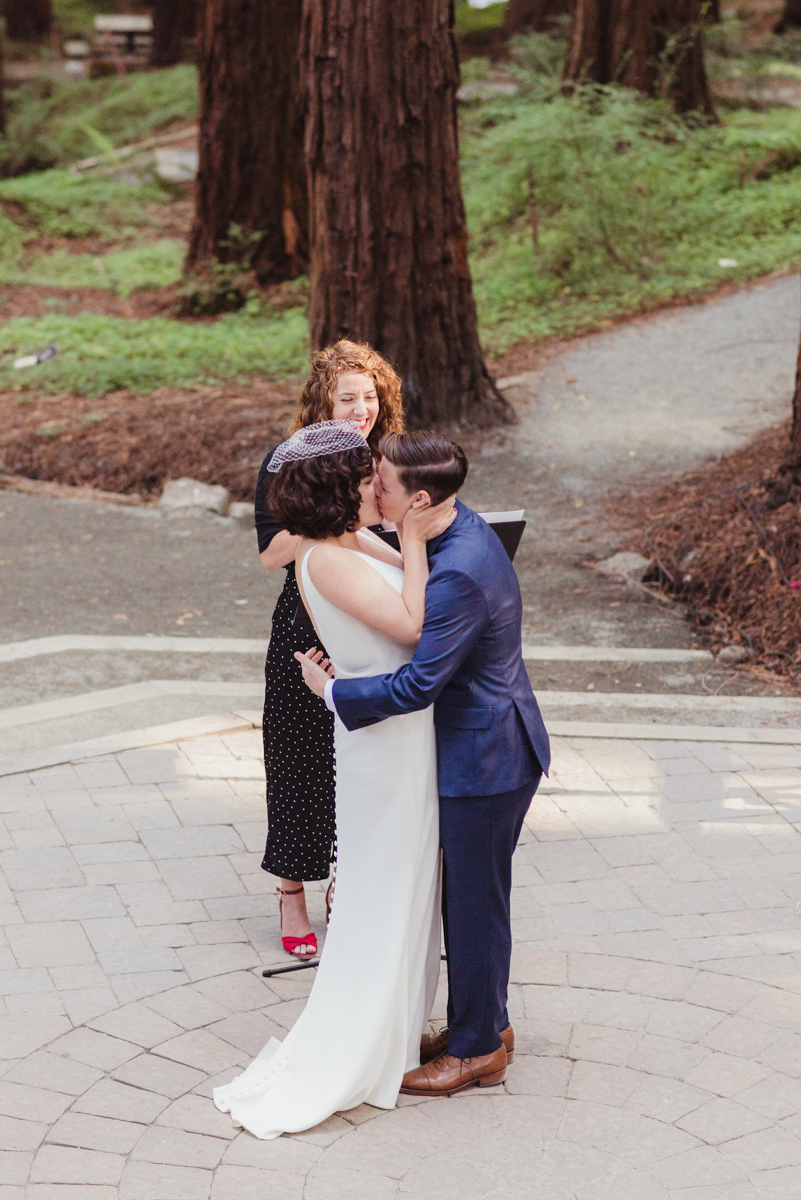 uc berkeley garden wedding kiss at ceremony