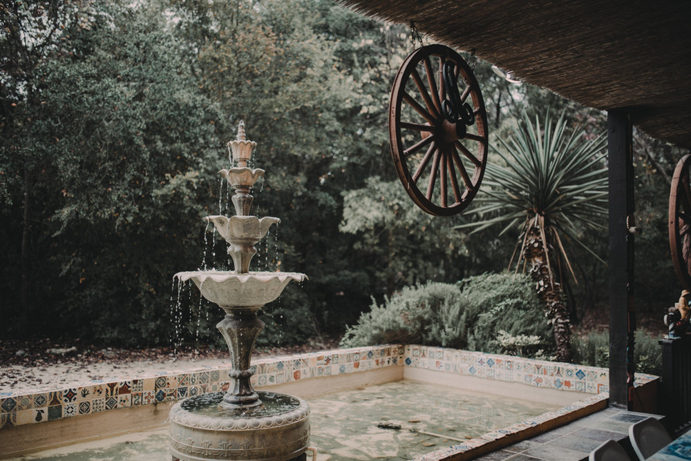 intimate, eclectic austin wedding outdoor fountain