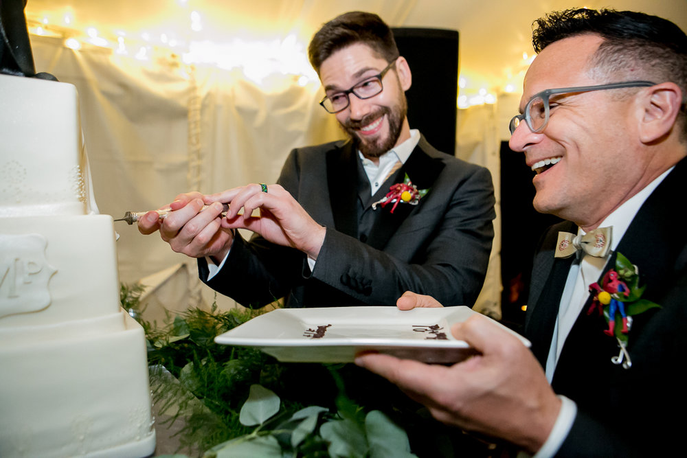 colorado castle wedding cutting cake