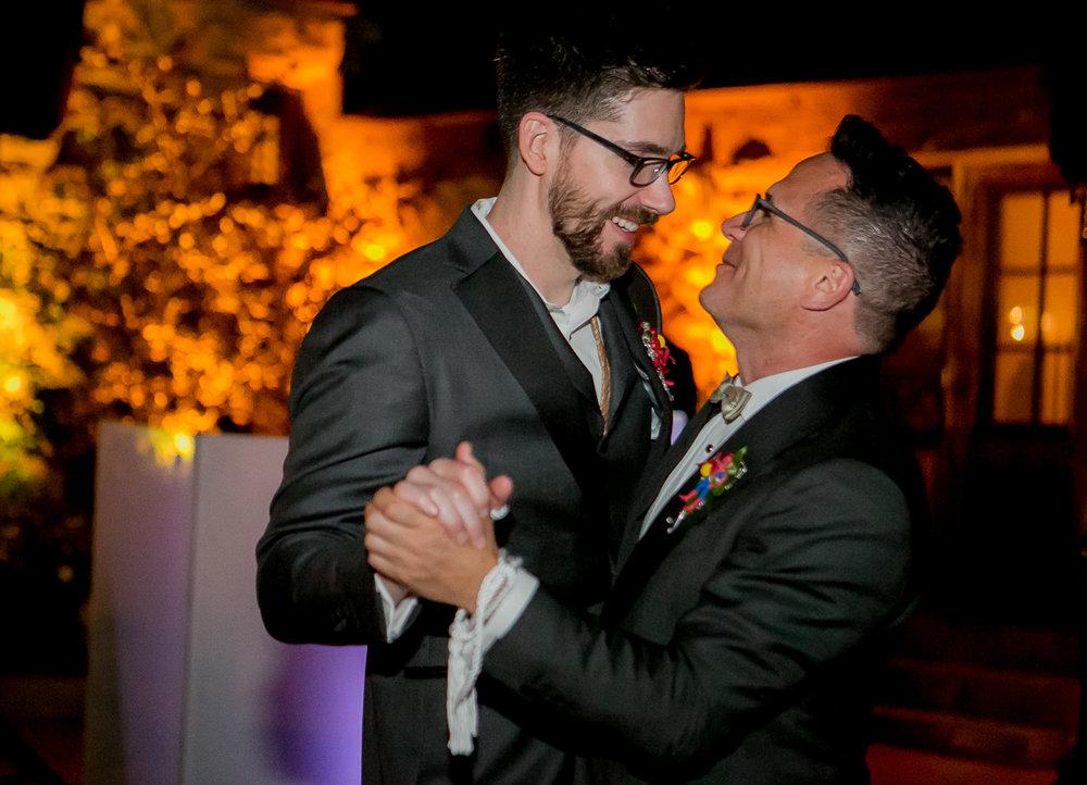 colorado castle wedding couple dancing