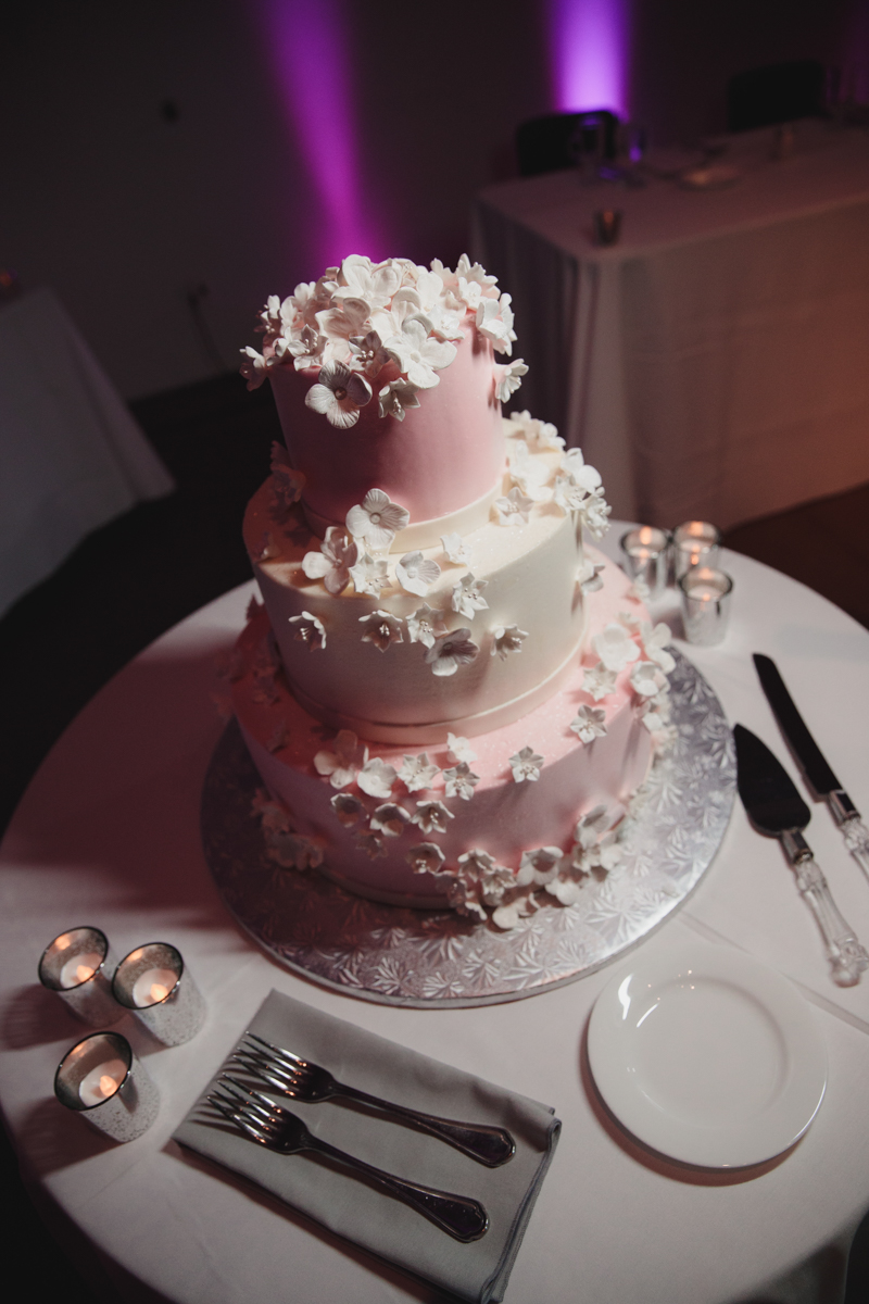 Glam cleveland museum wedding cake
