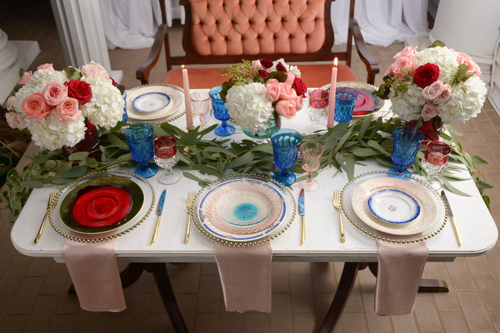 B ohemian Styled Shoot set table with plush bench