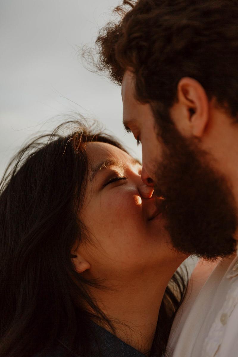 joshua tree california engagement session close-up kiss