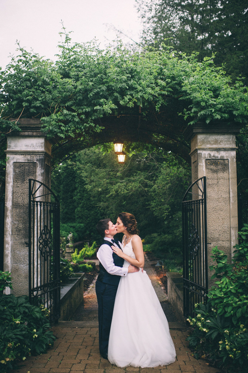 Garden wedding louisville kentucky kiss under garden's stone arch