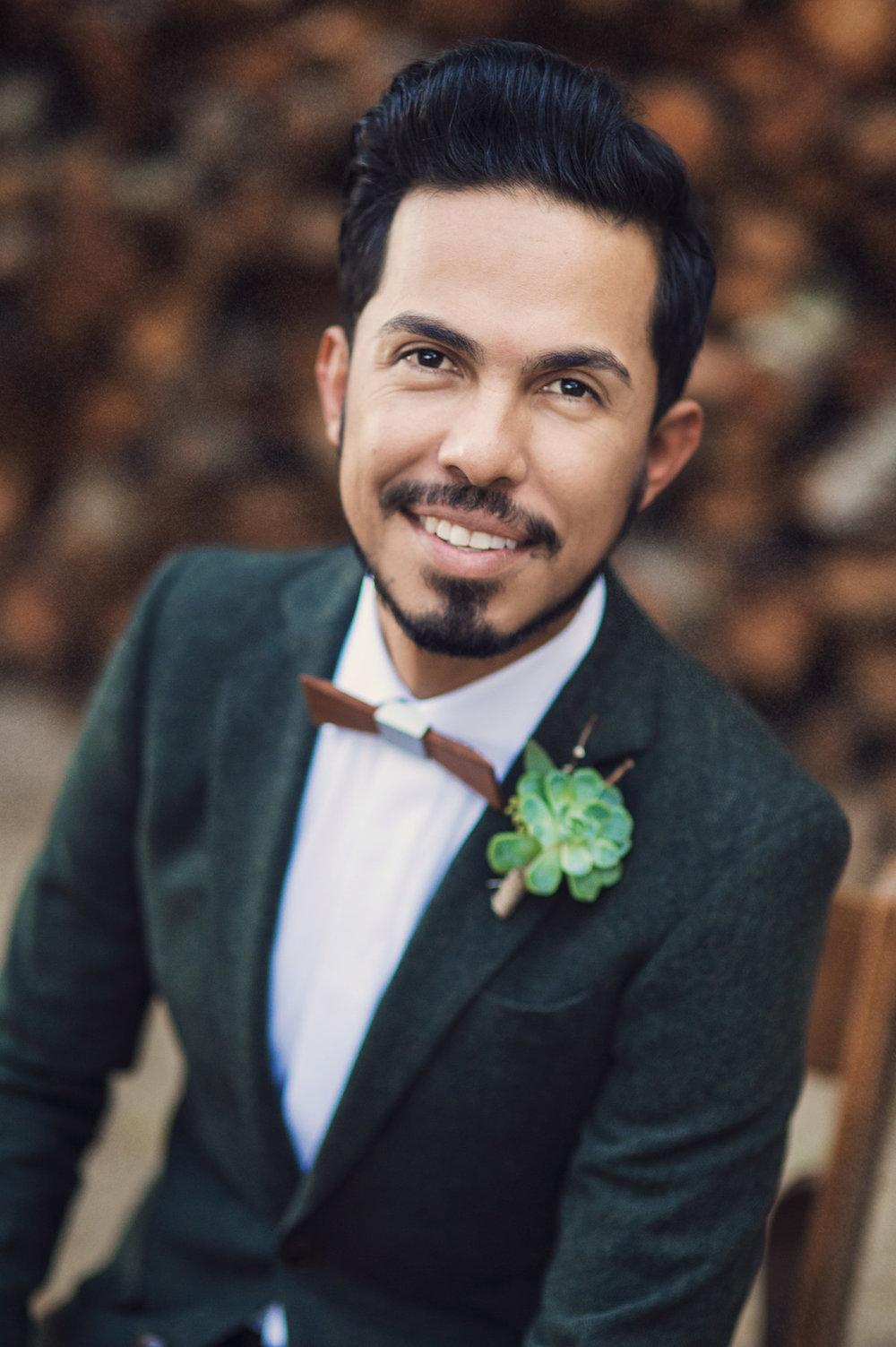 circle oak ranch farm wedding california portrait shot of groom