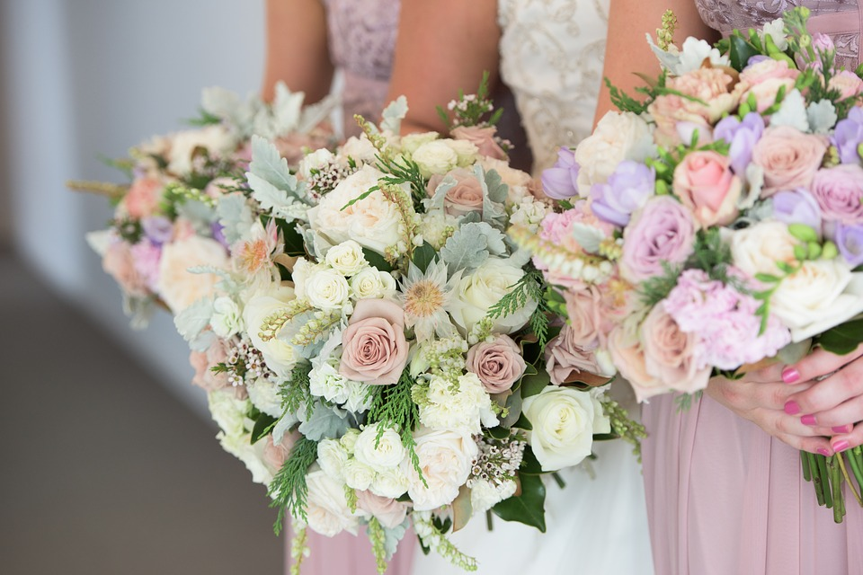 DIY Wedding Floral bouquets and arrangements