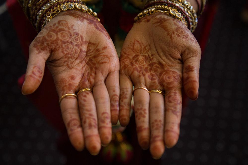 sri lankan wedding in sydney australia henna on abirami's hands
