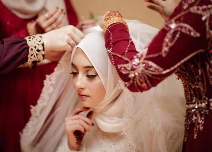 bride getting ready for wedding connecticutt