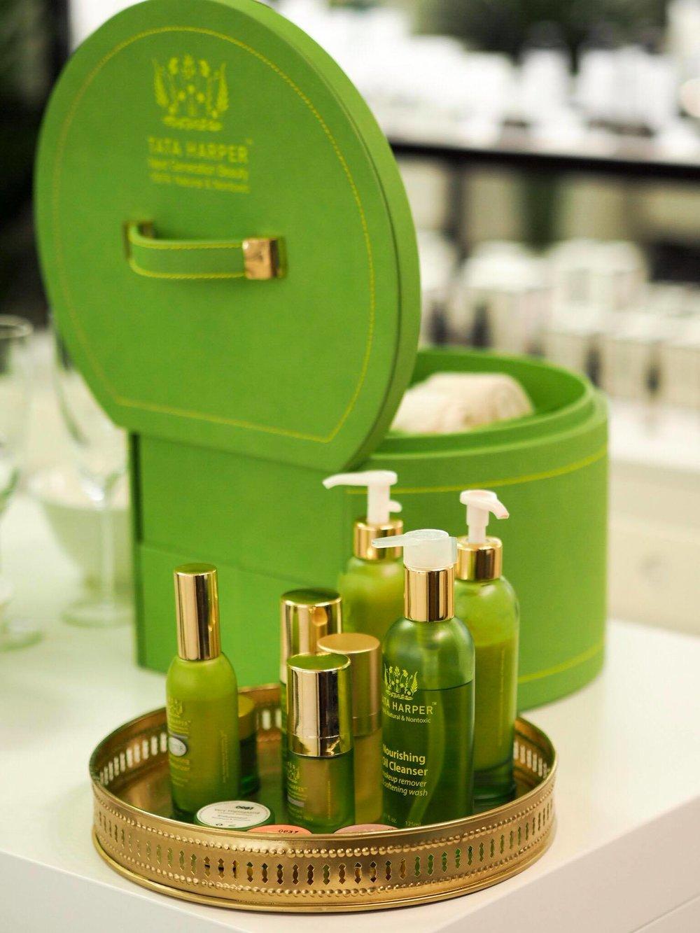 Tata Harperin tuotteiden purnukat ovat ihanan ylellisen näköisiä ja tuntuisia, ja niiden vihreä väri muistuttaa eettisistä valinnoista <3