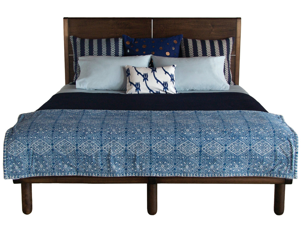 Isaksen bed in walnut - marrakesh stain