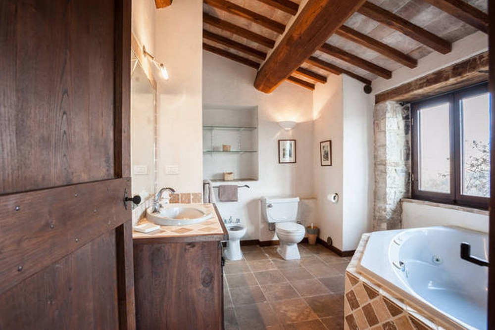 VIlla bathroom ensuite (2).jpg