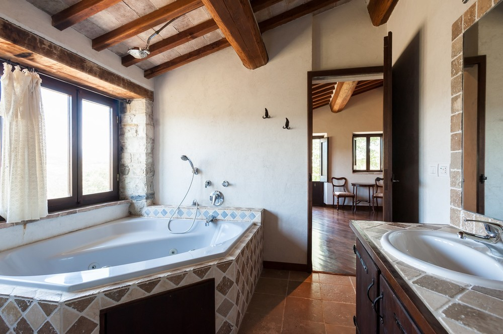 VIlla bathroom ensuite (1).jpg