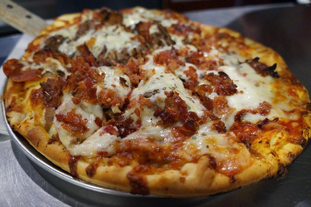 Slaughterhouse Five - pepperoni, salchicha italiana, bistec en rebanadas, jamón, y tocino.