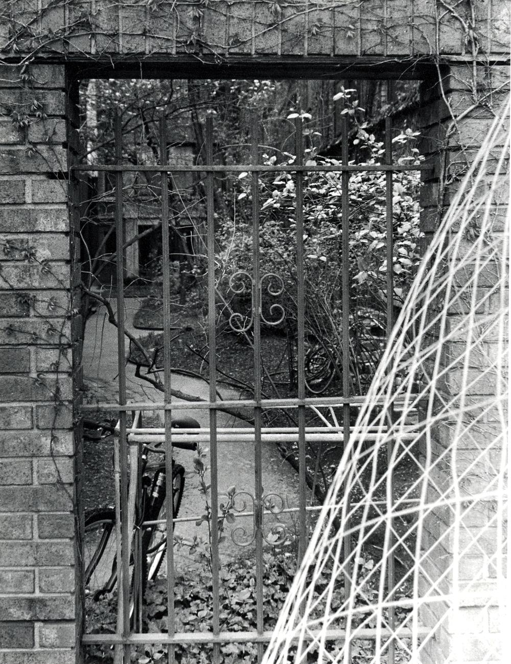 Gate-1924500655-O.jpg