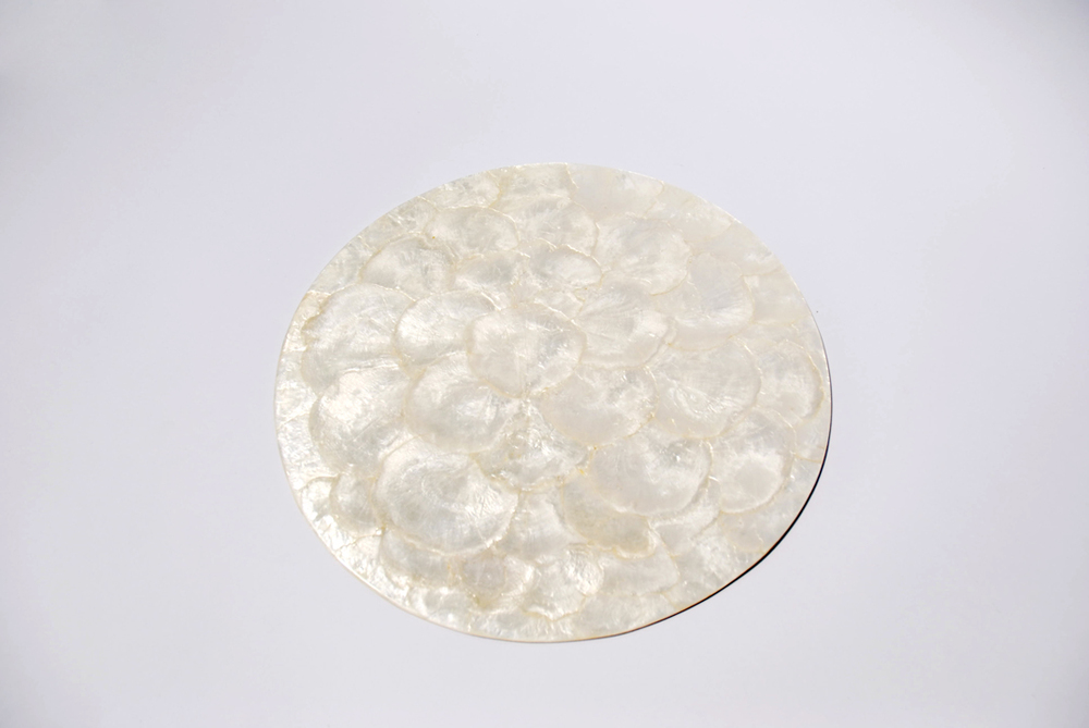 These delicate opalescent charger plates offer subtle shimmer with a contemporary silhouette.