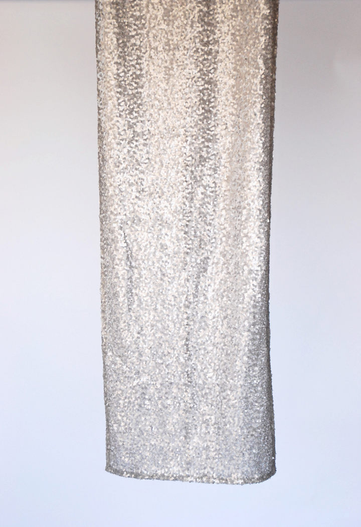 Offered in Matte Grey these sequin runners provide refined sparkle fit for a Head Table or to accent parent or sweet tables.