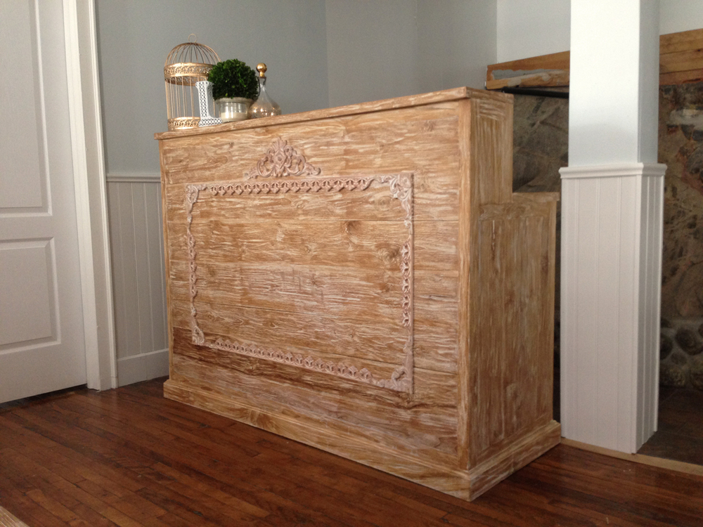 Our custom designed Coast Bar allows for professional service during cocktail hour and reception bars. This piece can also be utilized for Champagne + Lemonade, a Custom Perfume Bar, Event Ticket Sales or perhaps a High Heel Valet service.